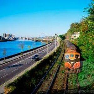 image train-and-road-jpg
